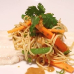 Aziatische noodles met Sukrin pindasaus