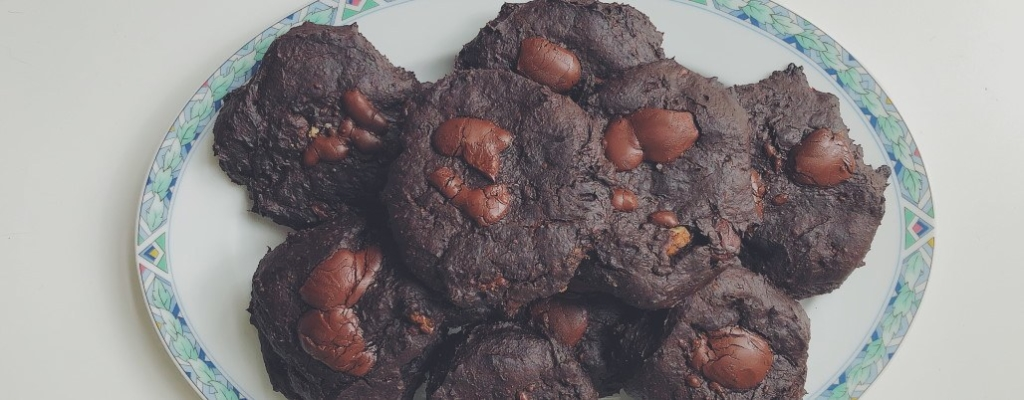 Deegloze Chocolate Chip Cookies met avocado
